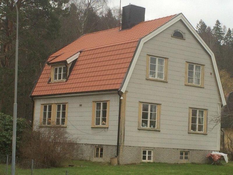 Takläggning i Södertälje är nu färdig och vi har gått igenom med en nöjd kund hur dom ska underhålla taket så det håller år efter år.